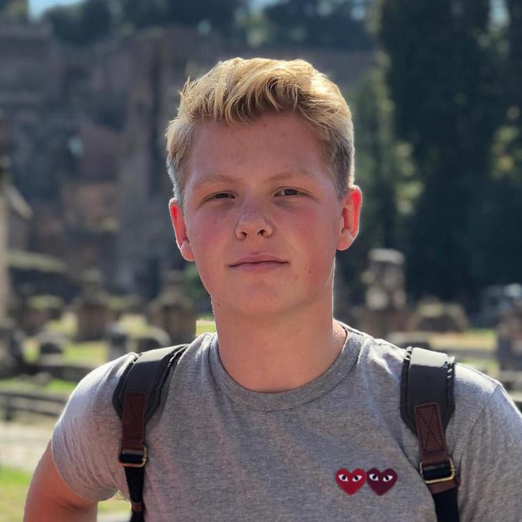 een jonge fotograaf werkzaam bij Boerderijshop